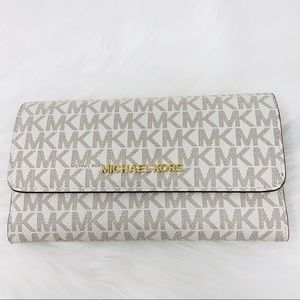 Michael Kors Large trifold white vanilla Wallet